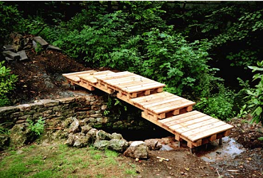 simple japanese style bridge timber garden bridge